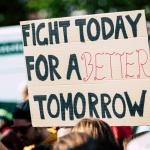 activista en una manifestación ecologista